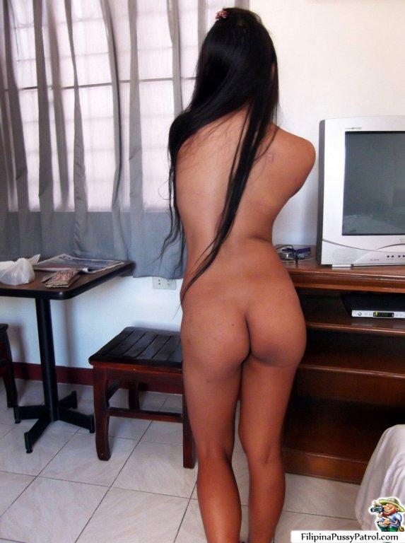 Petite girl proves she qualifies 4