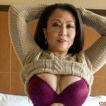 Filipina hot mom shows her big tits in her bra